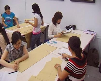 Học cắt may thời trang - Xu hướng mới của phụ nữ Việt thời nay