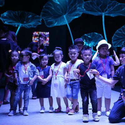 Nhiều người mẫu nhí xuất hiện tại Tuần lễ thời trang quốc tế Việt Nam 2016