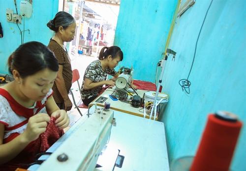 Làng nghề may áo dài Trạch Xá