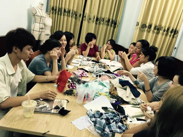 Học viên của Thảo đều là những bạn trẻ yêu thích thiết kế thời trang và ấp ủ kinh doanh thời trang như cô.