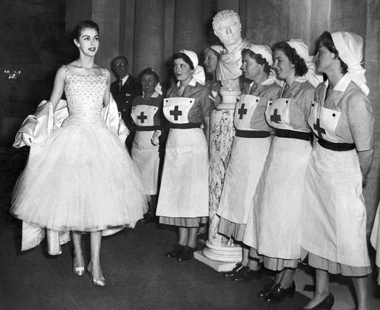 Tìm hiểu lịch sử hình thành xu hướng thời trang trên thế giới